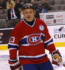 Photo de Brian Bellows avec le maillot des Canadiens de Montréal.