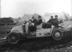 Brindejonc (des Moulinais, sergent aviateur), Gastinger, Gougenheim (Pierre Gouguenheim?, aviateur, dans une automobile) - (photographie de presse) - (Agence Rol).png