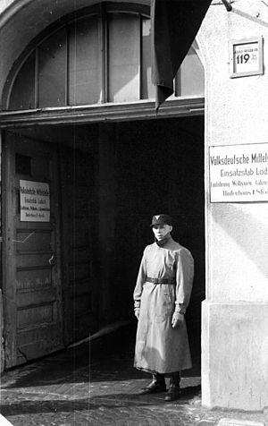 August Frank - Image: Bundesarchiv Bild 137 056310, Litzmannstadt, Volksdeutsche Mittelstelle