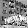 Bundesarchiv Bild 183-55544-0001, Chemnitz, Wohnblock, Wäscheleinen.jpg