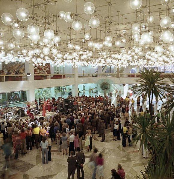 File:Bundesarchiv Bild 183-R0706-417, Berlin, Palast der Republik, Jugendtanz.jpg