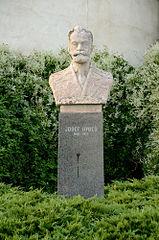 Busta Josefa Hybeše