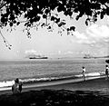 COLLECTIE TROPENMUSEUM De rede van Manado met twee K.P.M. boten aan de horizon Celebes TMnr 10007898.jpg