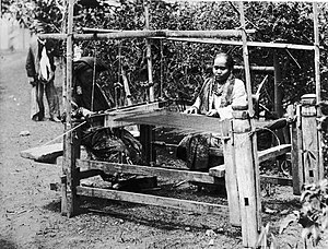 Tanah Datar Regency - Weaving circa 1895 in a photo by Christiaan Benjamin Nieuwenhuis