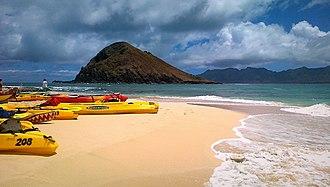 Na Mokulua - Image: Canoes in Mokulua