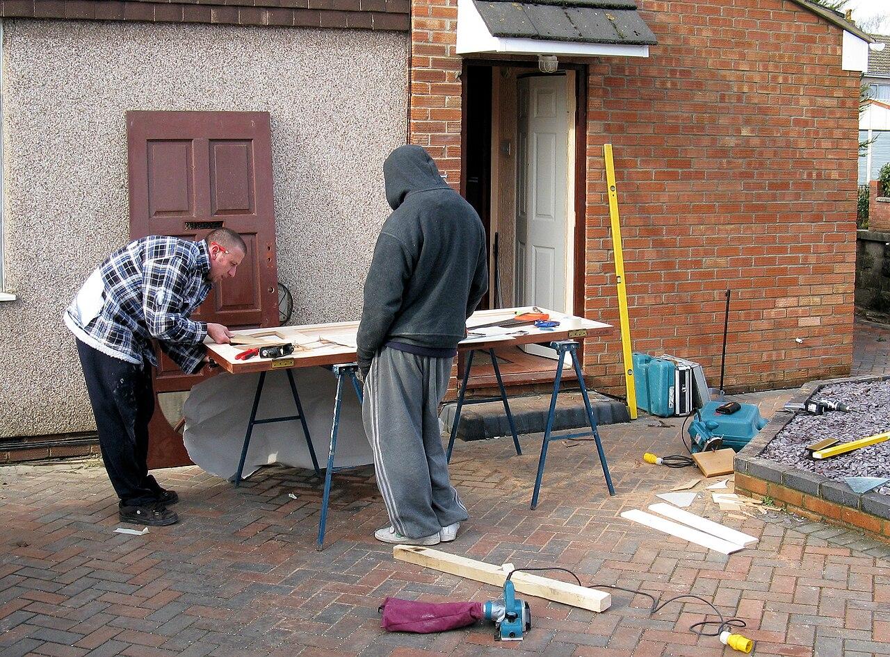 FileCarpenters repair a door arp.jpg & File:Carpenters repair a door arp.jpg - Wikimedia Commons pezcame.com