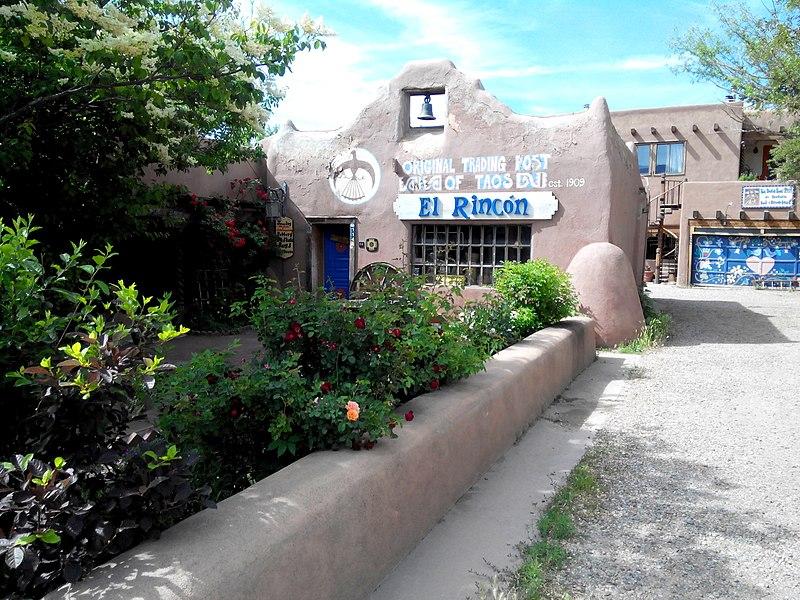 File:Carson St, Taos Plaza, NM - panoramio.jpg