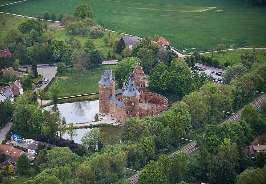 Luchtfoto van het kasteel van Beersel, België