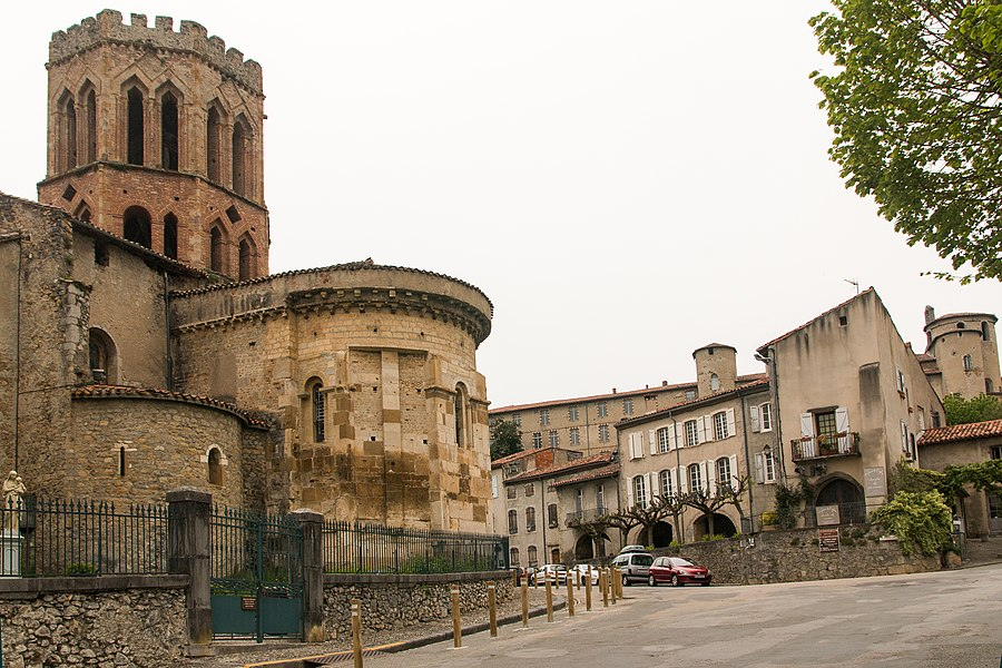 Chevet of the former cathedral St. Lizier.