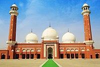 Central Mosque (Markai Jamia Masjid), Wah Cantt.jpg