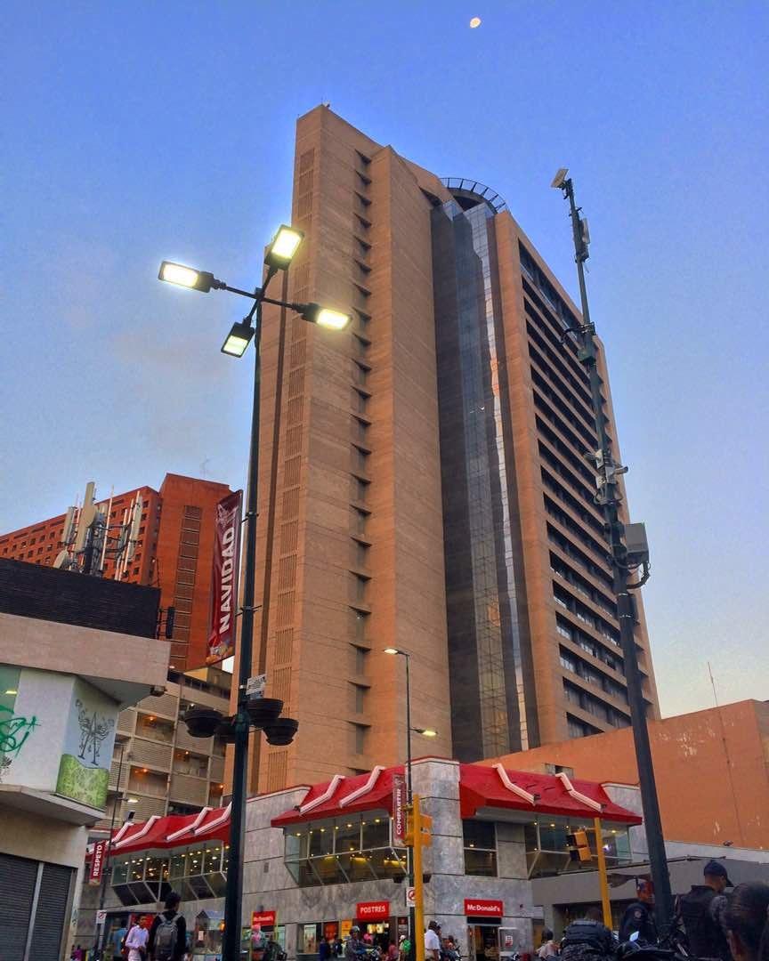 Centro Empresarial Sabana Grande y Mc Donald's Vicente Quintero