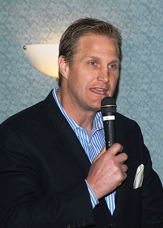 Chad Hennings - Hennings at a speaking engagement