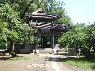 Chengde Mountain Resort - Image: Chengde Mountain Resort 11