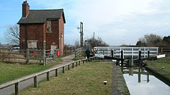 Chesterfield canal lock hollingwood.jpg