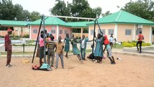 Fichier:Children Playing in Cameroon.webm