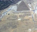 Cimetière ouest panorama et grande pyramide.png