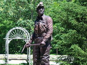 Benham, Kentucky - Image: Coal Miners Statue