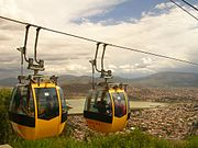 Teleférico de Cochabamba desde el cual se puede ver toda la ciudad y llegar hasta el Cerro de San Pedro donde se encuentra el Cristo de la Concordia
