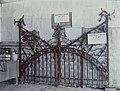 Collectie NMvWereldculturen, 7014-1-17, Foto, 'Smederijstand op de eerste nijverheidstentoonstelling in Yogyakarta van de Ambachtschool voor Inlanders', fotograaf onbekend, 1925.jpg