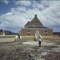 Collectie Nationaal Museum van Wereldculturen TM-20029911 Magazijn bij het Landhuis Ascension Curacao Boy Lawson (Fotograaf).jpg