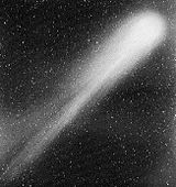 Comet-Halley's-tail-NASA-1986-b&w