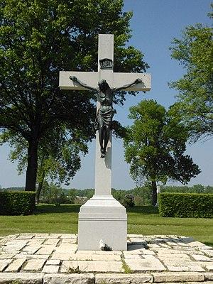 Mount Calvary Cemetery (Davenport, Iowa) - Image: Crucifix Mt. Calvary Davenport, Iowa