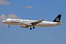 D-AIRW A321-131 Lufthansa(Star Alliance c-s) PMI 02JUN13 (8924826889).jpg