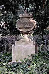 Darmstadt Herrngarten Grabmal Caroline 3.jpg