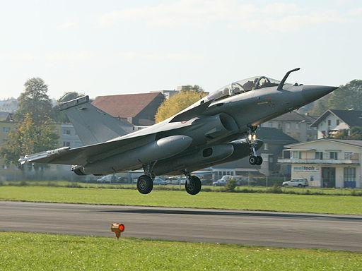 قطر على وشك شراء 36 مقاتله رافال من فرنسا  512px-Dassault_Rafale_B_Suisse
