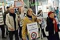 Demonstration für die Schließung des Flughafens Tegel, Berlin, 18.10.2013 (48995740208).jpg
