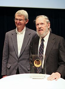 Description de l'image Dennis Ritchie (right) Receiving Japan Prize.jpeg.