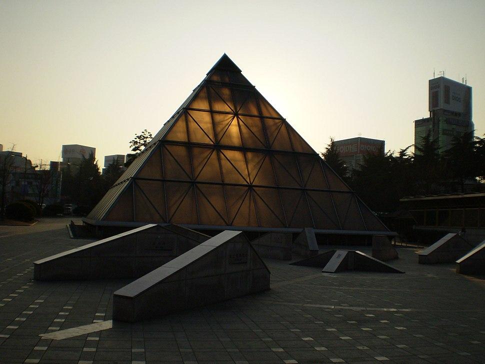 Dongdaegu park pyramid