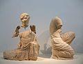 Dues escultures del frontó oriental del temple de Zeus, Museu Arqueològic, Olímpia.JPG