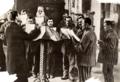 Dwangarbeid. Dwangarbeider-kolonie in het tuchthuis Torga Olna te Moldau, Roemenië 1933 de pastoor.png