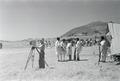 ETH-BIB-Abessinische Soldaten und Schweizer Kameramann-Abessinienflug 1934-LBS MH02-22-1005.tif