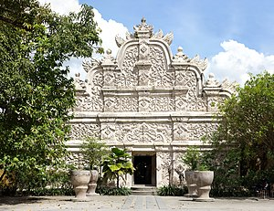 Eastern face of west gate, Taman Sari, Yogyakarta, 2014-04-24 (from 19 images)