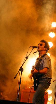 Edoardo Bennato in concerto nel 2007.