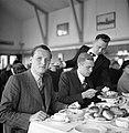 Een lunch georganiseerd voor KLM medewerkers en staf De heer met krijtstreepcos, Bestanddeelnr 254-2269.jpg