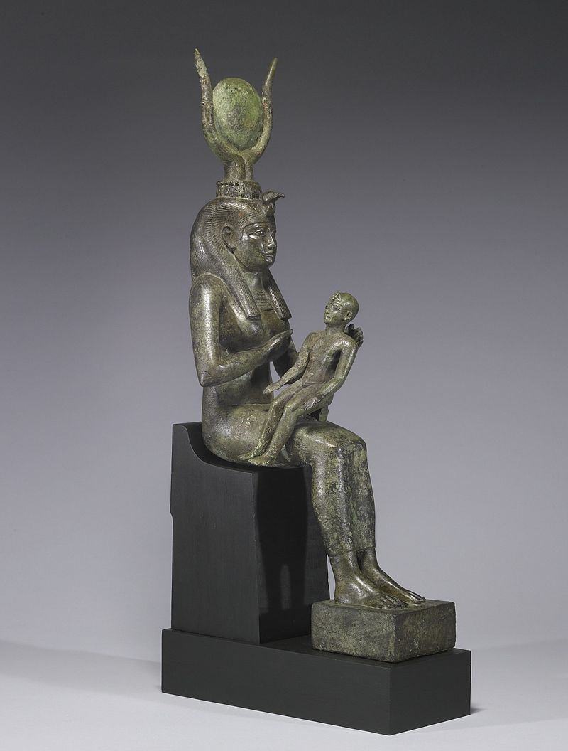 Isis y Osiris - Página 2 800px-Egyptian_-_Isis_with_Horus_the_Child_-_Walters_54416_-_Three_Quarter_Right