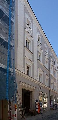 Ehemaliges Gasthaus Zum goldenen Adler Theresienstraße 34 (Passau) a.jpg