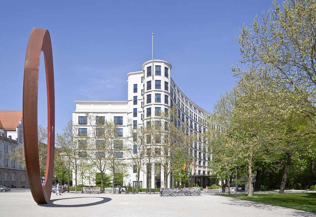 El Anillo y el hotel Charles, Múnich, Alemania, 2012-04-30, DD 01