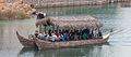 Embarcación en Port Aventura cheíña de xente. Cataluña B45.jpg