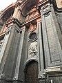 Entrada lateral izquierdo de la catedral de granada.jpg