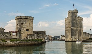 Entrance La Rochelle old harbor.jpg
