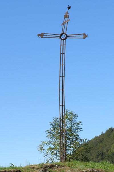 Croix en fer surmontée d'un coq seule de son genre dans la région