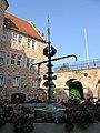 Eschweger Landgrafenschloss - Tanzende Schwälmerinnen am Märchenbrunnen im Schlosshof - Schlossplatz - panoramio.jpg