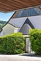 Feldkirchen Stadtpfarrkirche Mariä Himmelfahrt Friedhofseingang und W-Apsis 06062019 7151.jpg