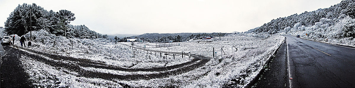 Field covered with snow in Sao Joaqim, Brazil August 4, 2010.jpg