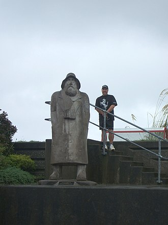 Greymouth - Fisherman statue on the seawall