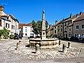 Fontaine, place des halles.jpg